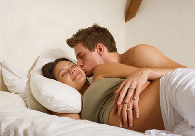 муж трахает жену когда у ней месячные