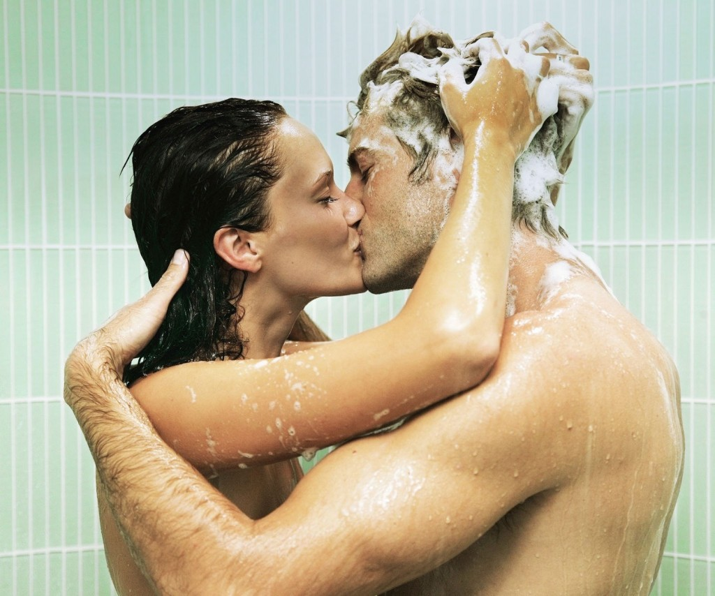 Free sex romantic couple bath